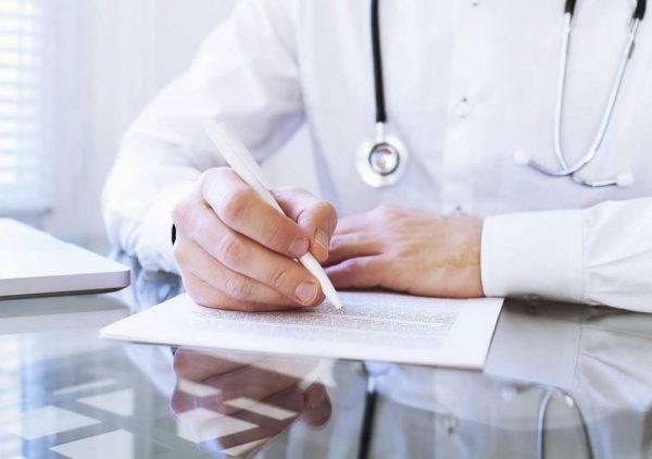 cistomanometria - medico che scrive